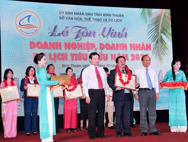 Vietmark Travel Co.,LTD  was honored received an award from the Chairman of Binh Thuan People's Committee